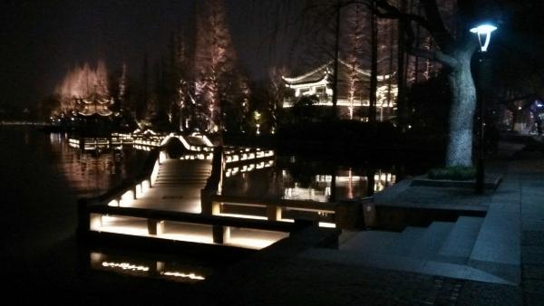 西湖夜景是我見過最適合情侶的地方